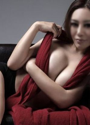Unexpected Waves of Romance with Manhattan Asian Escort
