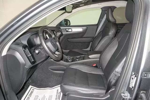 2019 Volvo XC40 MOMENTUM