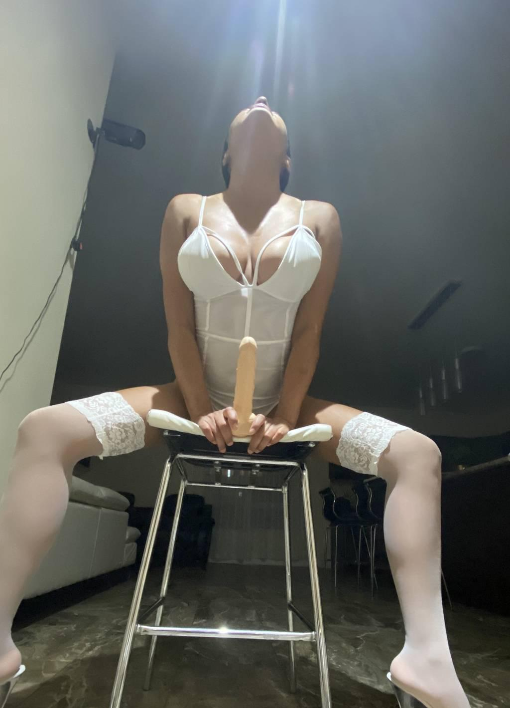 online SQUIRT SHOW,lesbian show strap on,Latinas !