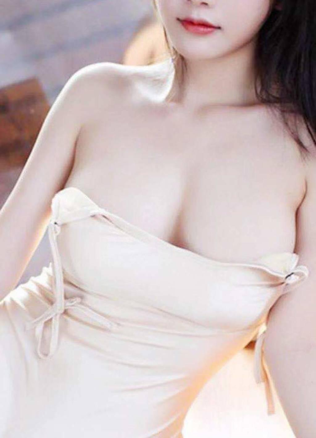 Beautiful girl best Thai massage for you