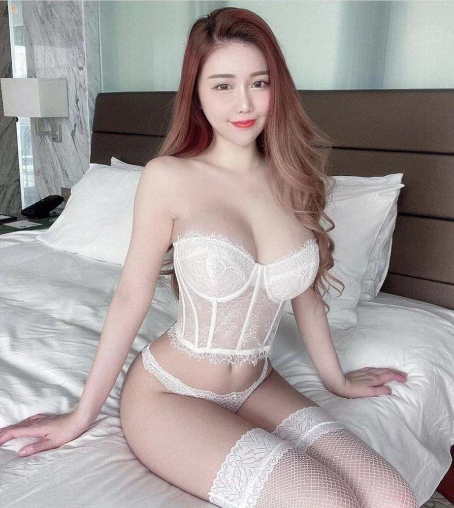 Pretty ELITE MODEL here only short time have fun