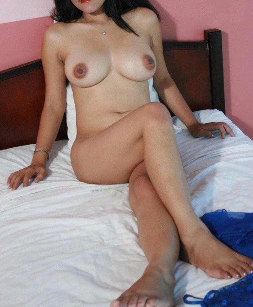 Tightest Sweetest Youngest Freelance Model Petite Slut Bringing Magic to Your Day