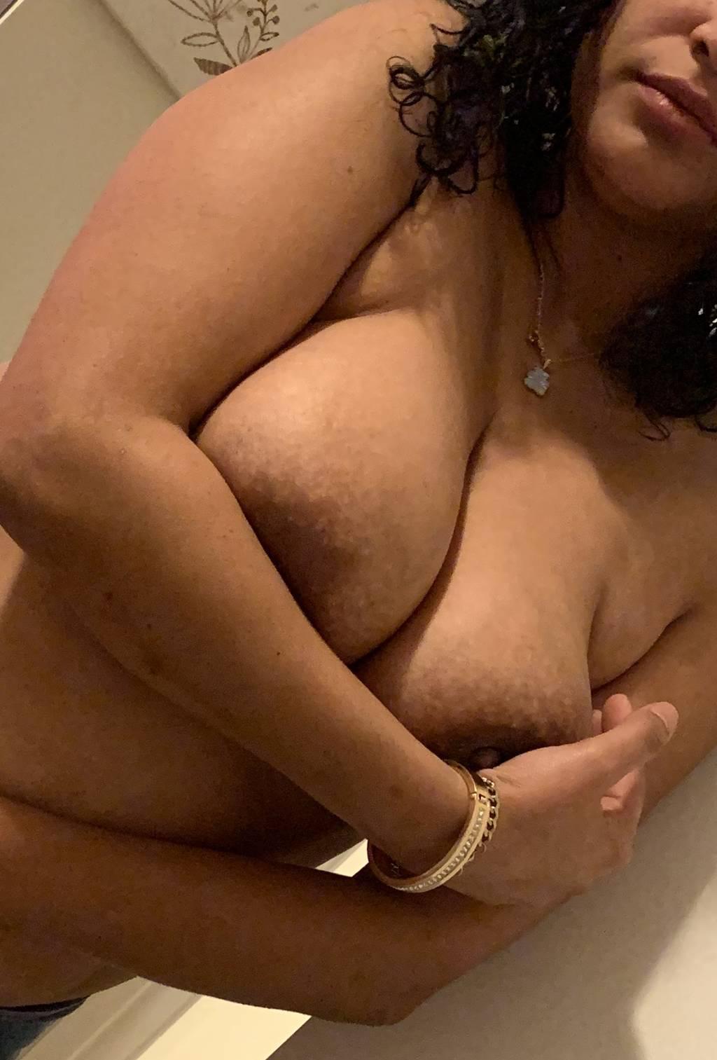 Juicy Latina ready to party
