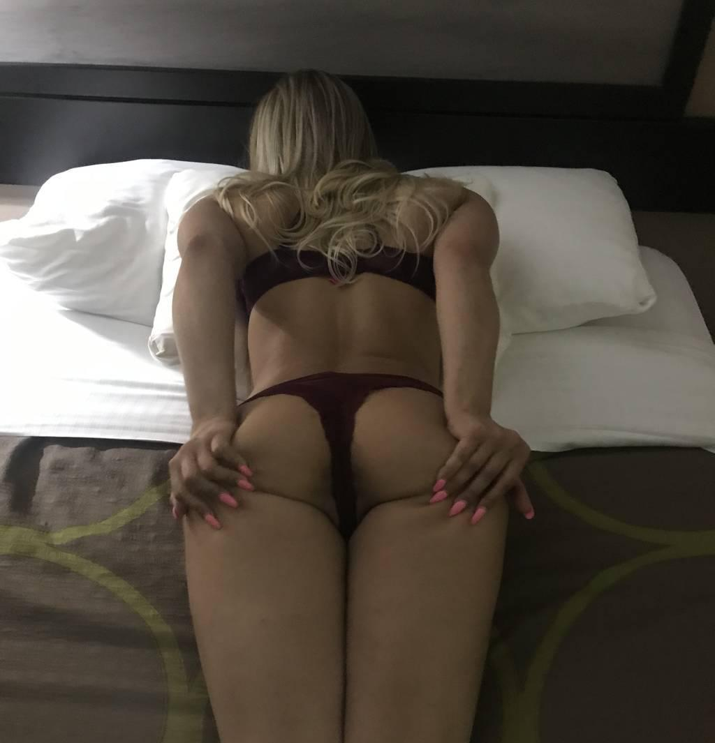 verifiednaughty blonde big t!ts & a$$magicmouth