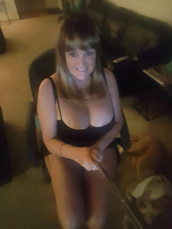 HOT SEXY COUGAR W / HUGE BOOBS