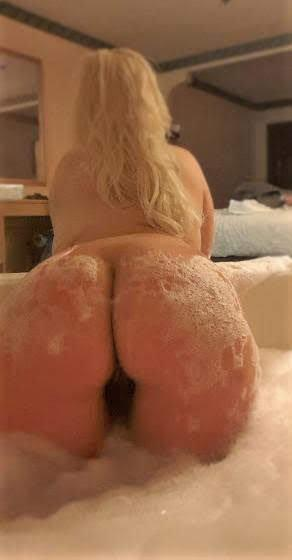 SeXy ThicK Blond SnowBunny