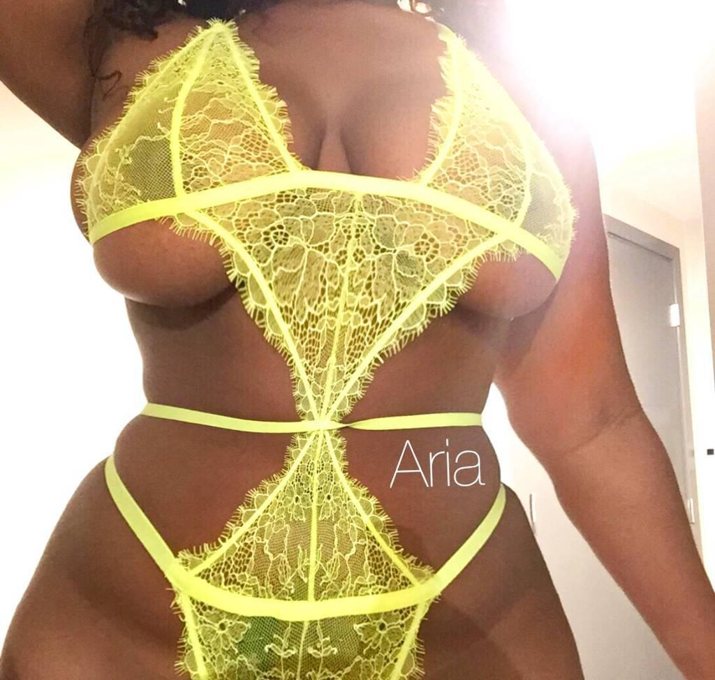 NEW IN TOWN HOT BOMBSHELL Party Girl Ready to Play Daddy