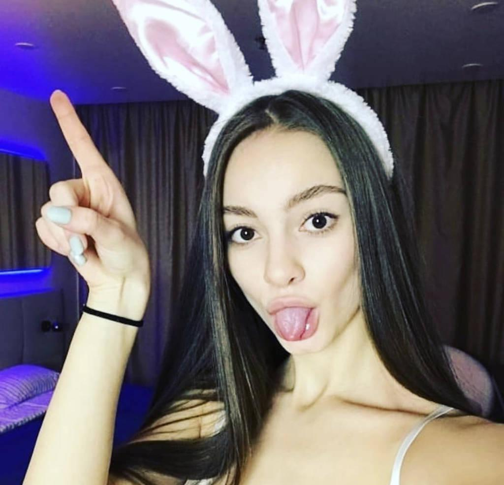 Hey guys my name is dixxxie im 20 years old AIRPORT
