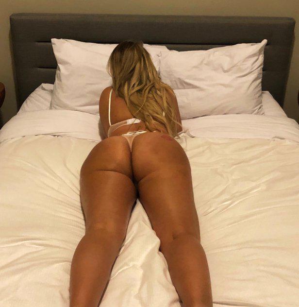 Bombshell blondie, 5'7 hourglass physique, D cup & voluptuous ass!!