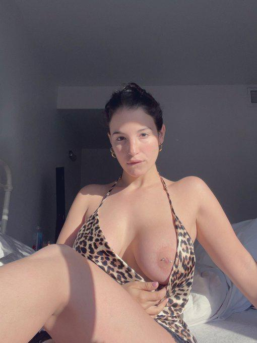 DICK IS MY LIFE WHO CAN FUCK ME GOOD TONIGHT