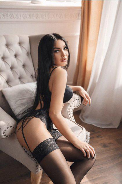 Sexy brunette. AVAILABLE NOW IN San Jose Bree contact me now