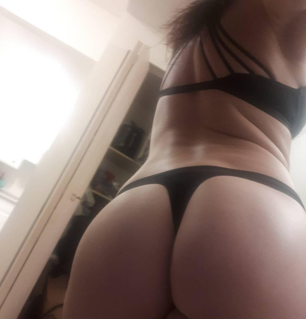Gorgeous Lilly G wants to play with you tonight book now