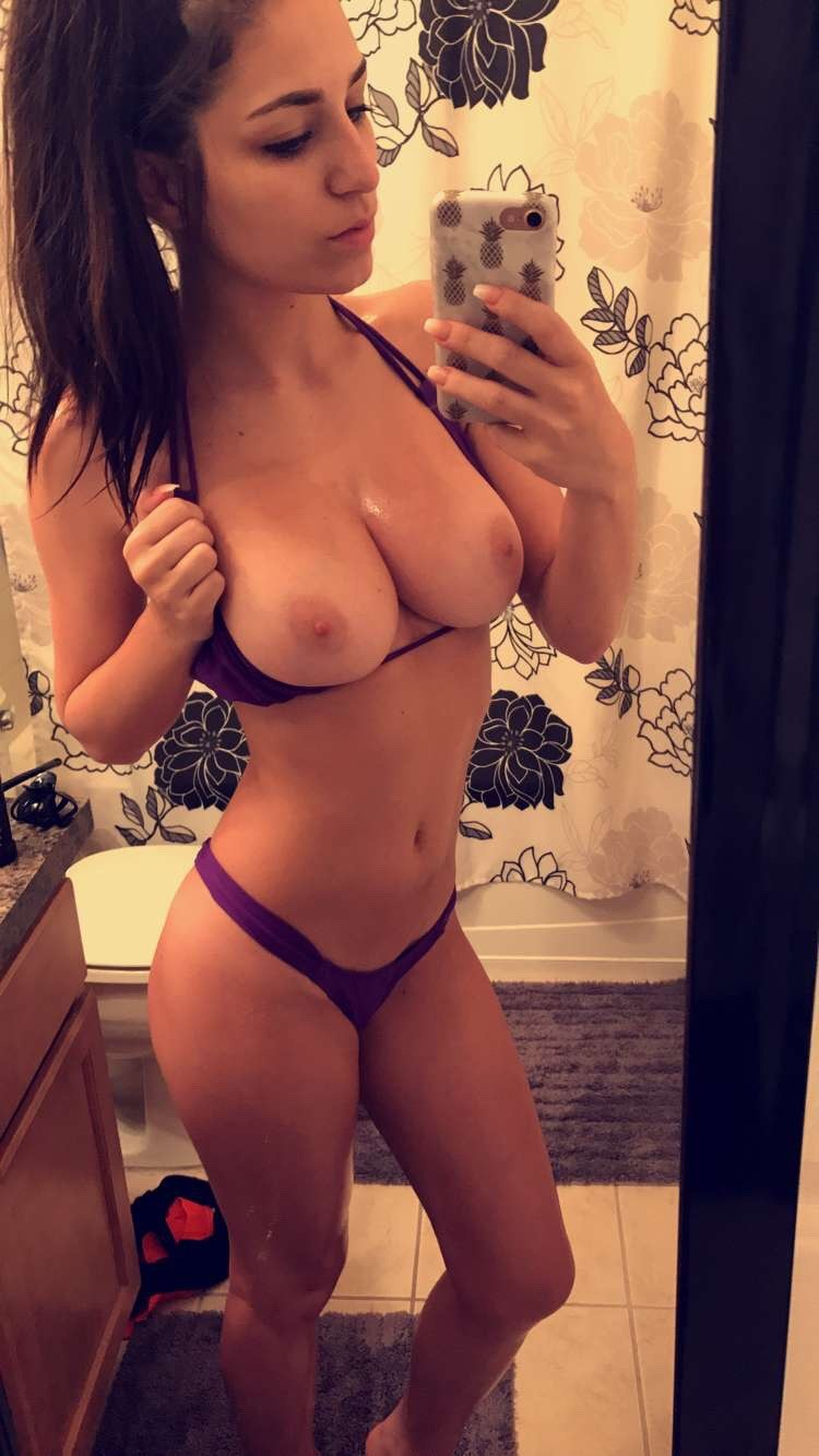 SEXY GIRL CLEAN & TIGHT PUSSY I;m a HOT & Sexy Girl, I love to have sex all time