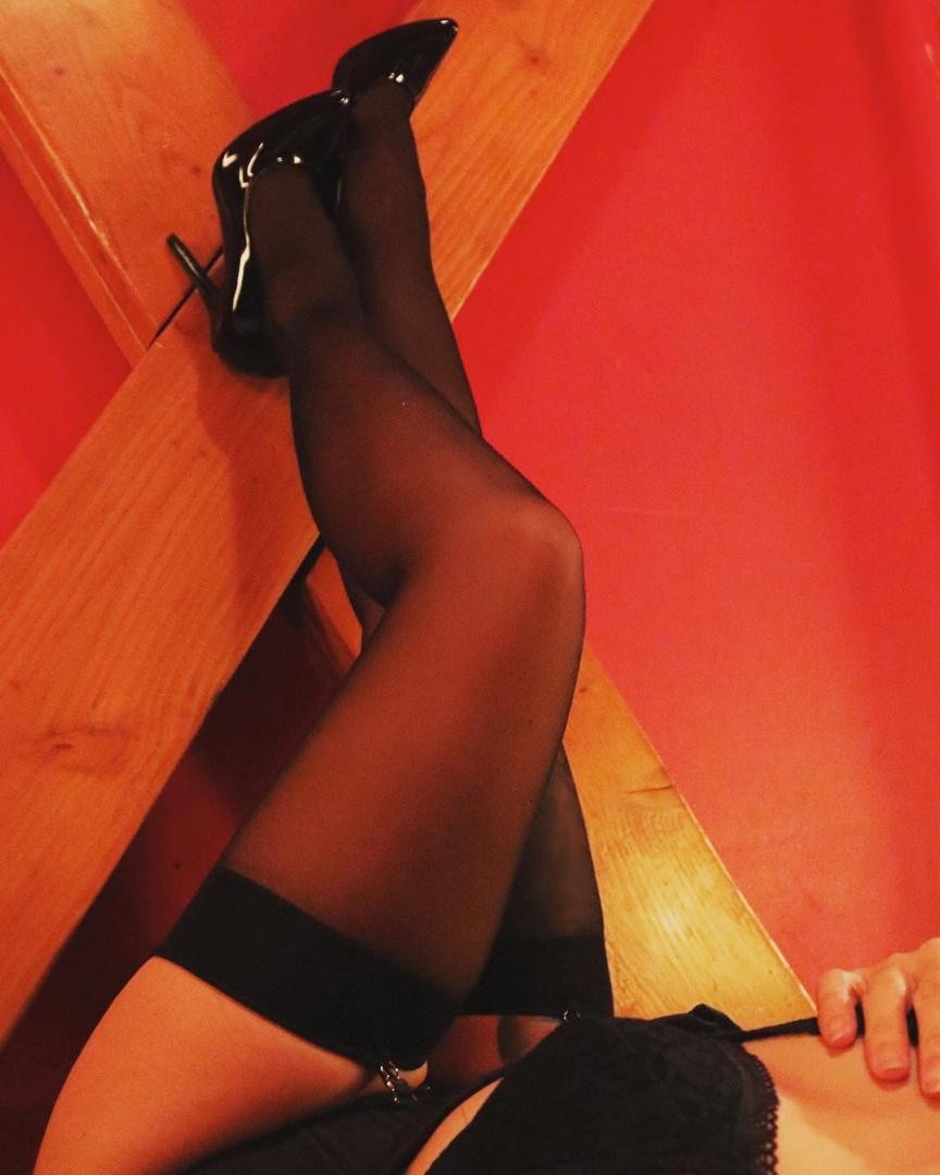 Mistress Sara is here to train naughty boys! Pegging and much more!