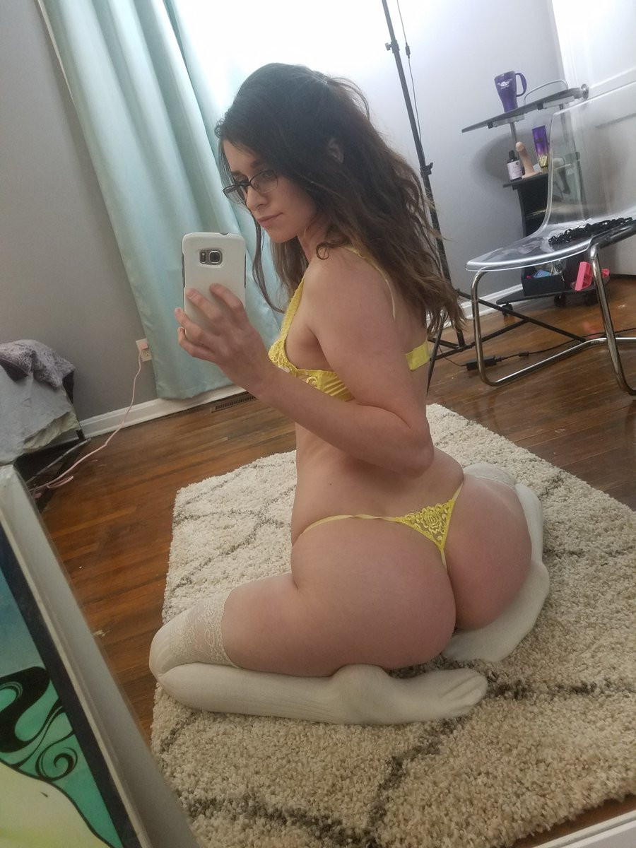 🌺🌻🌺 22 Years🌺Old Needs Hard🌺Fucker 🌺Fuck your🌺own style 🌺🌻🌺