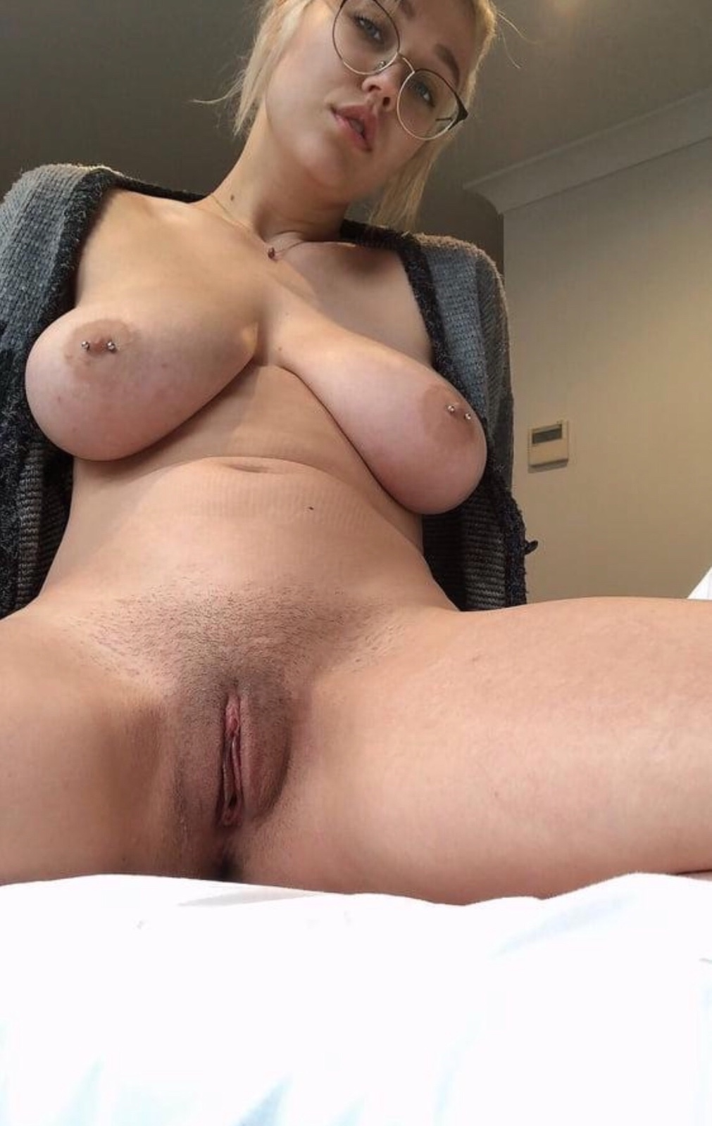 Title-Let's hookup for😘✅100% PRETTY😍,GF,69,Table shower,Footjob