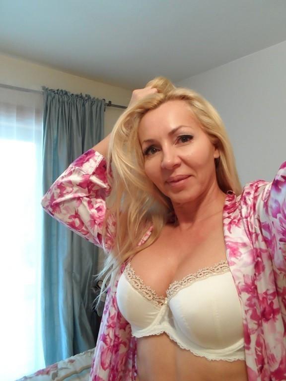💗💗💗💗 49 Years Divorced older Horny Bj mom💗💗💗💗