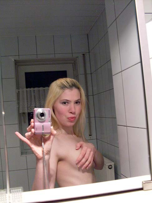 Im a horny girl and live lonely in a big house which so boring